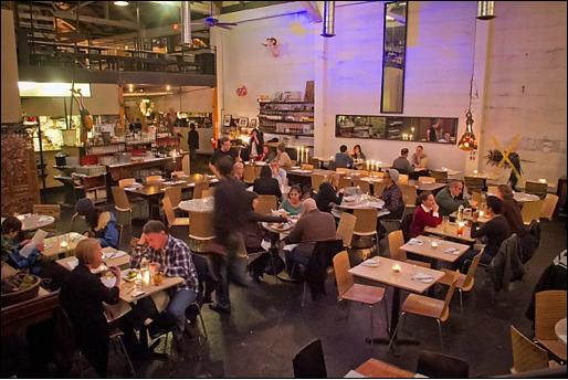 Mua Oakland Bar Restaurant