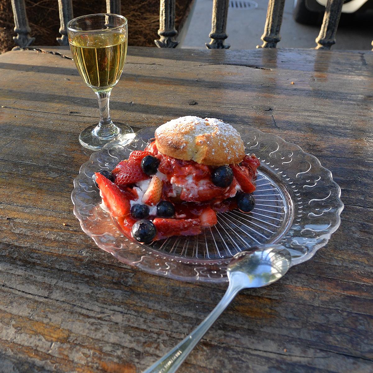 strawberry shortcake at Mua Oakland